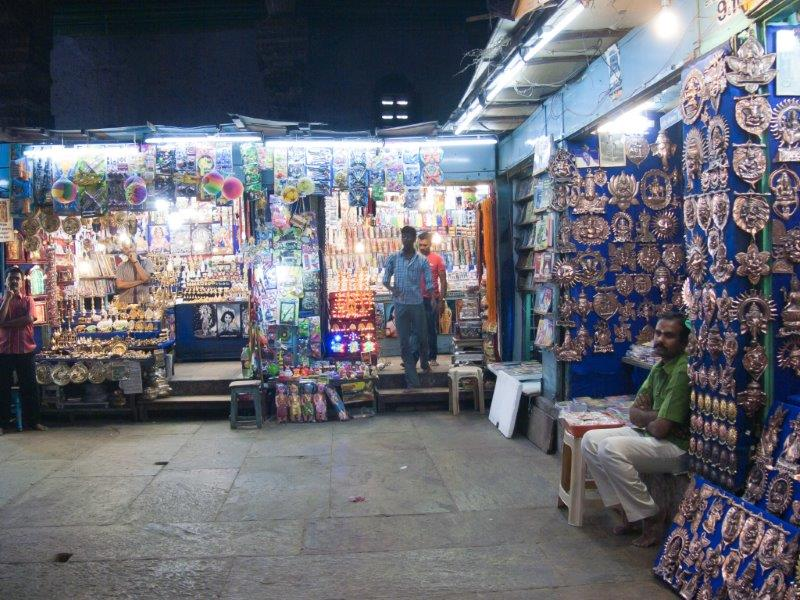 Shopping inside Tirupparamkunram