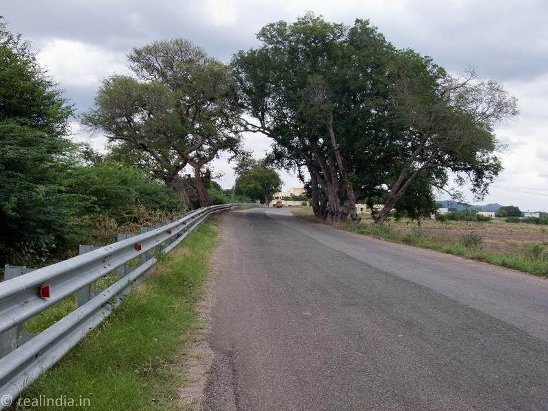 On the way to Kalugumalai...