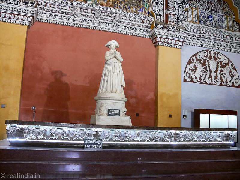 Statue of Raja Serfoji II